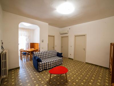 Sconti differenziati per gg 14,21,28 - Confortevole appartamento a 80 m dal mare, due camere, AC, PA, Lavastoviglie
