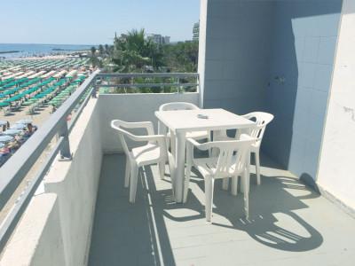 Bilocale in villa su spiaggia con piscina - fino a 4 persone (A10)