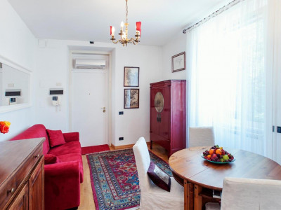 Bright and airy one bedroom apartment close to the Vatican with parking space available