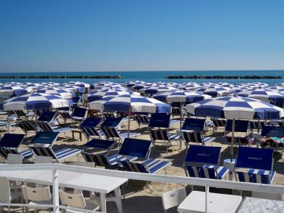 Appartamento a Grottammare (AP)per 6/7 persone, quadrivani,tricamere e doppi servizi, a 150 mt.dal mare