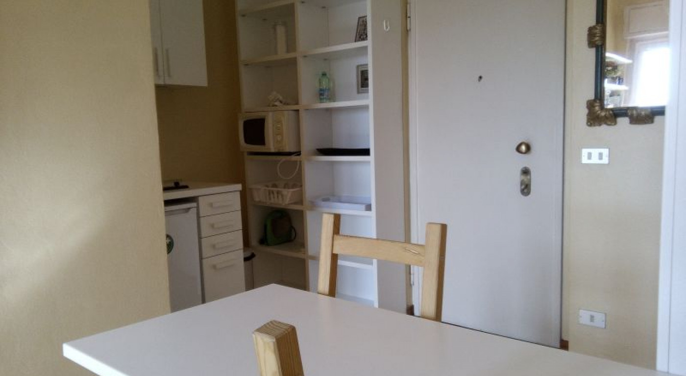 374 :: Via Senato 35, overlooking the Quadrilatero della Moda, 25 sq.m. studio on the 7th and top floor