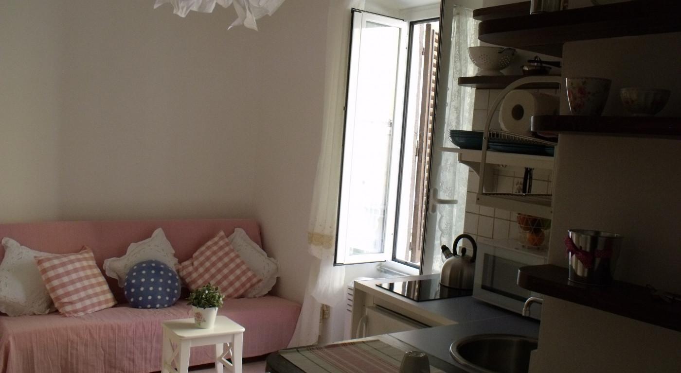 180 :: Piccolo gioiello nei vicoli di Trastevere. Bagno privato, angolo cottura, colazione e wifi